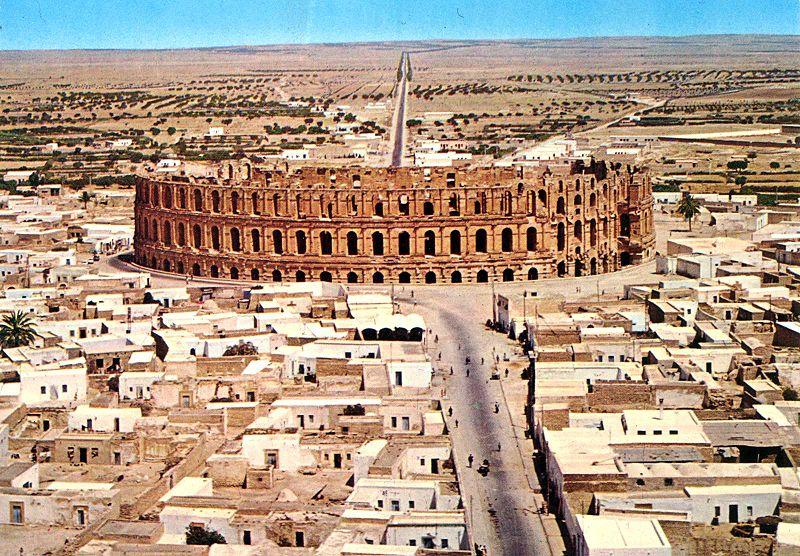 Amphith%C3%A9%C3%A2tre_romain-El_jem-Tunisie.jpg