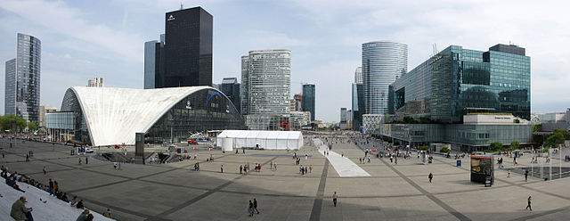 Panorama-La Défense-Paris-640px.jpg