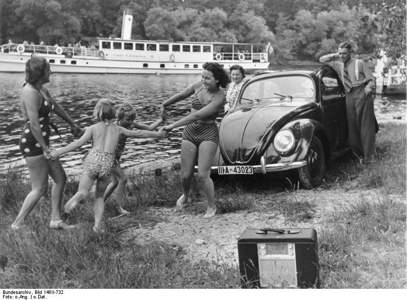 Ma génération bénie - Page 3 Volkswagen_en_vacances_et_radio_portative