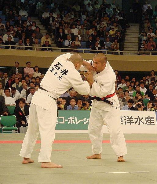 https://download.vikidia.org/vikidia/fr/images/e/eb/Judo_-_champions_du_Japon_2007.jpg