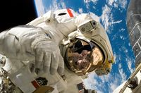 Piers Sellers spacewalk.jpg
