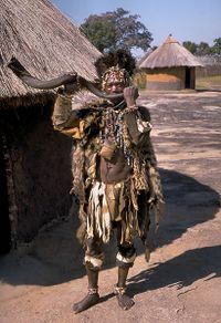 200px-Shona_witch_doctor_%28Zimbabwe%29