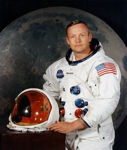 Neil Armstrong pose 1969.jpg