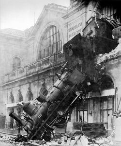 Accident ferroviaire à la gare de Montparnasse, Paris, France, 1895.