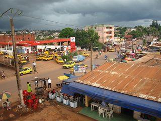 320px-Yaound%C3%A9_-_Taxis_de_Biyem-Assi