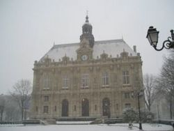 Ivry-sur-Seine town hall under snow 2005-02-23.jpg