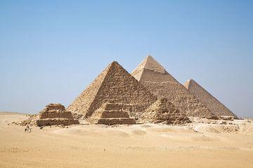 360px-All_Gizah_Pyramids