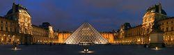 Le Louvre - cour Napoléon - panorama.jpg