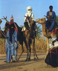 200px-Touaregs_sur_des_dromadaires_au_Niger