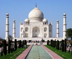 Taj Mahal in March 2004.jpg