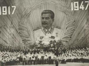 ¤ V1947 ¤ Topic Officiel 300px-Culte_de_Staline_1947